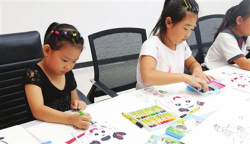 东蒲洼街蒲瑞祥园社区正在举办儿童公益绘画课堂